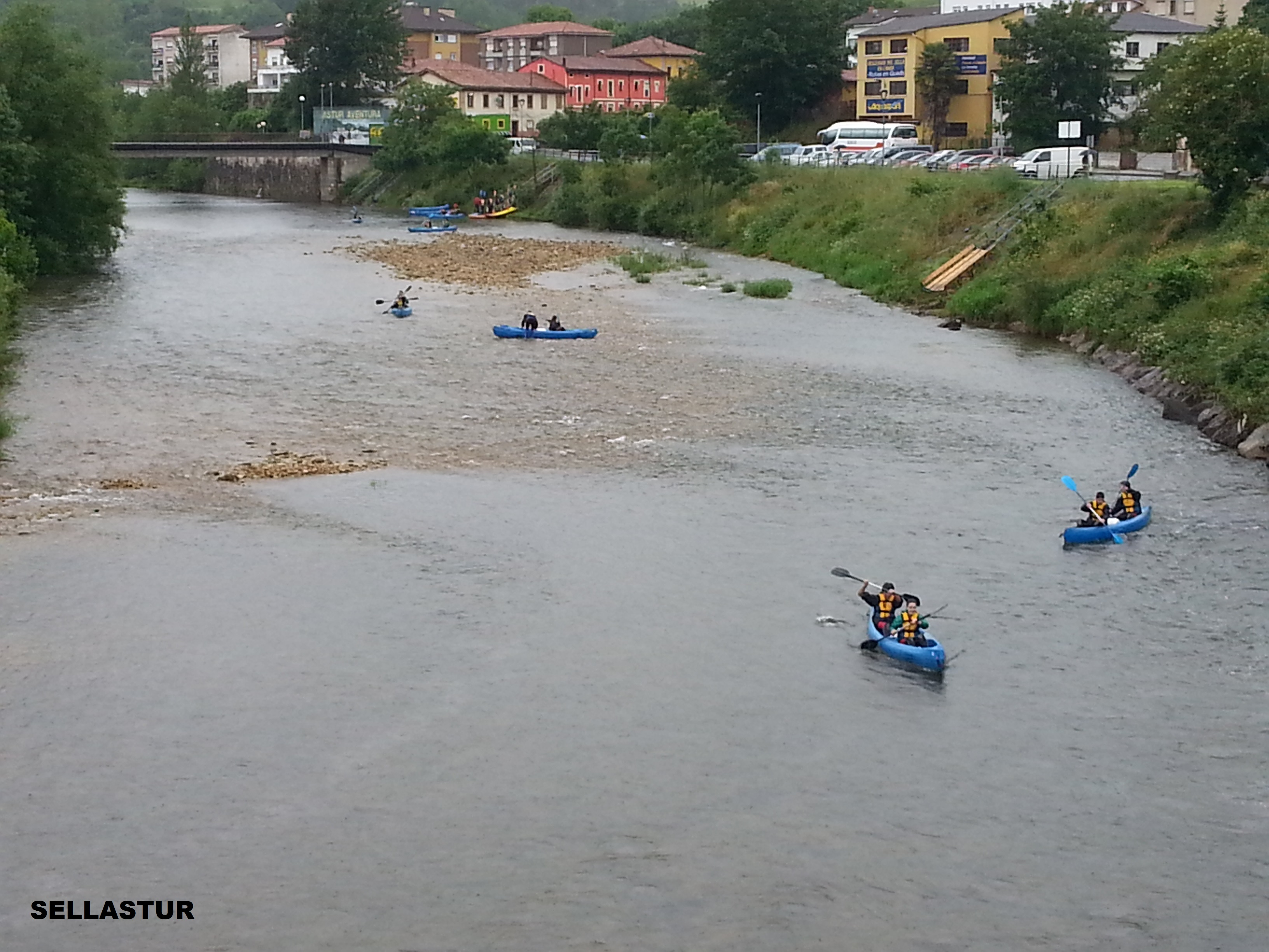 canoas por el rio sella